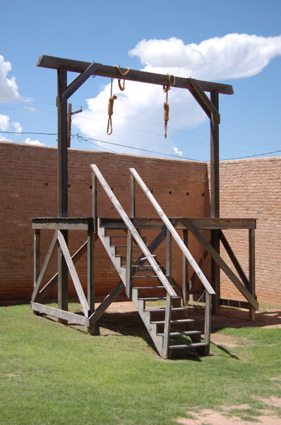 Tombstone-courthouse-shp-gallows