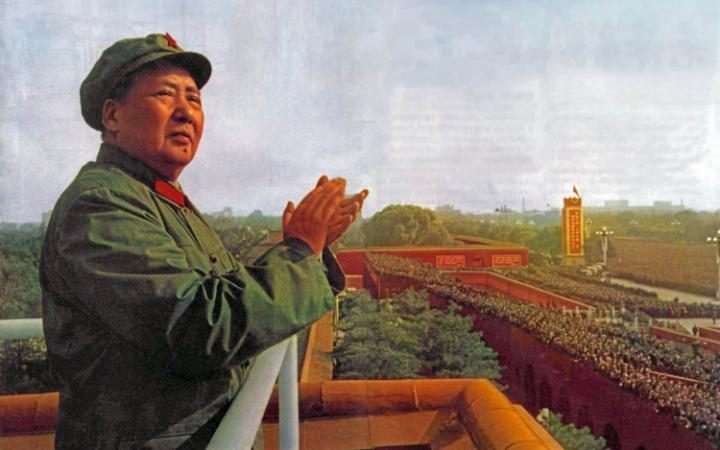 96093151_D996CY-Mao-Ze-Dung-Chinese-political-leader.-1893---1976-reviews-Red-Guards-1966-large_trans++eo_i_u9APj8RuoebjoAHt0k9u7HhRJvuo-ZLenGRumA