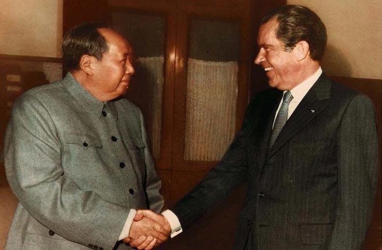 richard-nixon-mao-handshake